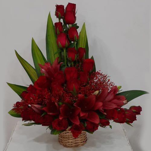Lovely Arrangement of Red Roses N Lilies