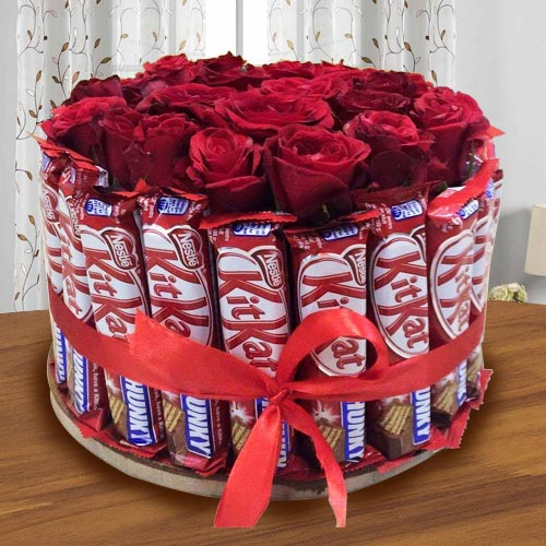 Wonderful Arrangement of Kitkat with Red Roses