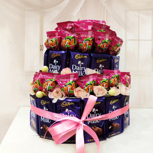 Lollipop N Cadbury Dairy Milk Chocolates Arrangement
