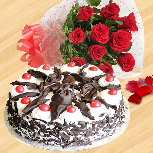 Red Roses Hand Bunch with Black Forest Cake