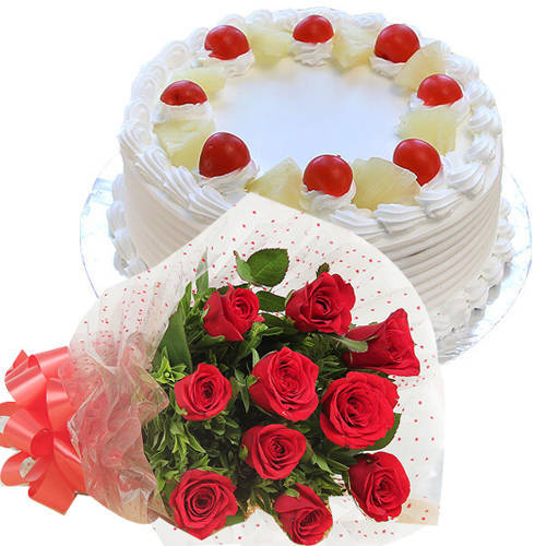 Tender Roses Hand Bunch with Pineapple Cake