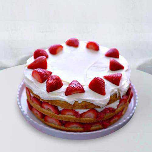 Lip-Smacking Strawberry Cake for Anniversary