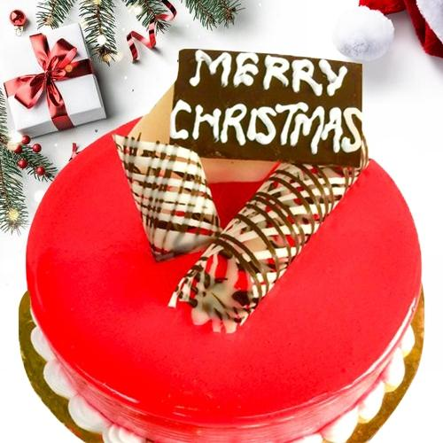 Mouth-Watering X-mas Cake in Strawberry Flavor