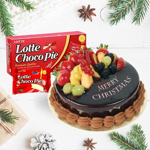 Delicious Fresh Fruits Cake with a Box of Choco Pie