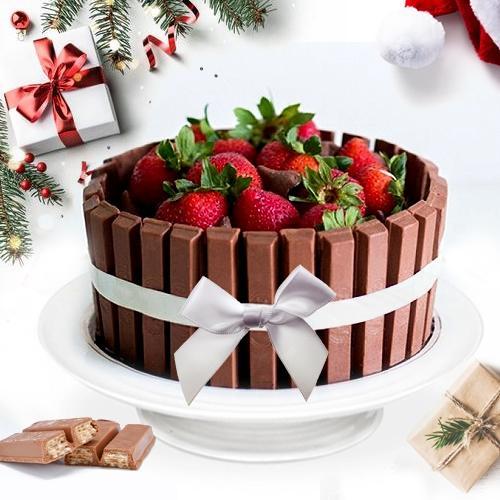 Remarkable KitKat N Strawberry Fusion Cake