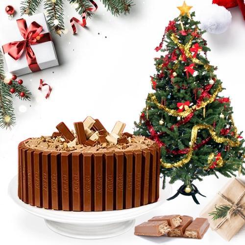 Wholesome KitKat Cake with Festive Xmas Tree