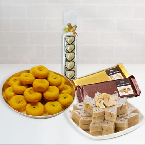 Delectable Festive Celebration Gift Hamper