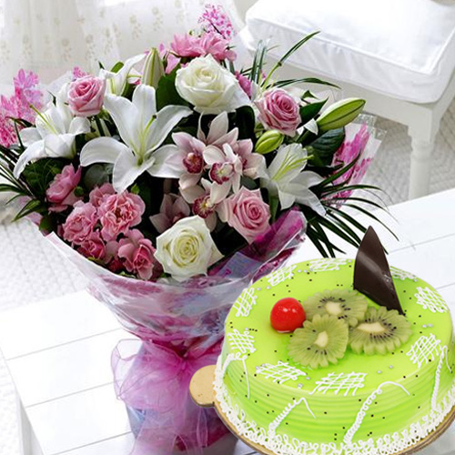 Magnificent Bouquet of Mixed Flowers with Kiwi Cake