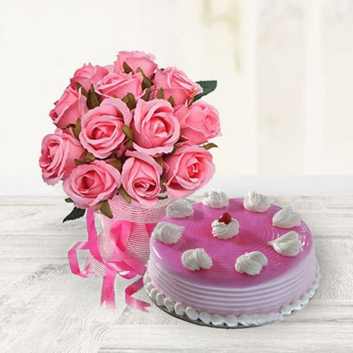 Delicious Strawberry Cake with Pink Roses Bouquet