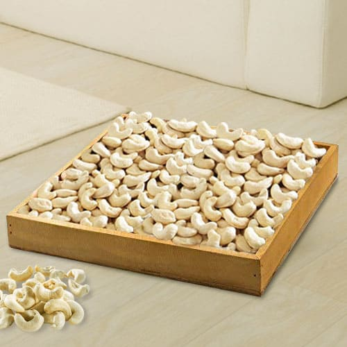 Wonderful Cashews in Wooden Tray