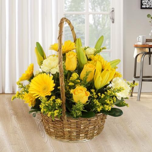 Royal arrangement of fresh Flowers