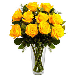 Amazing Arrangement of Yellow Roses in a Vase