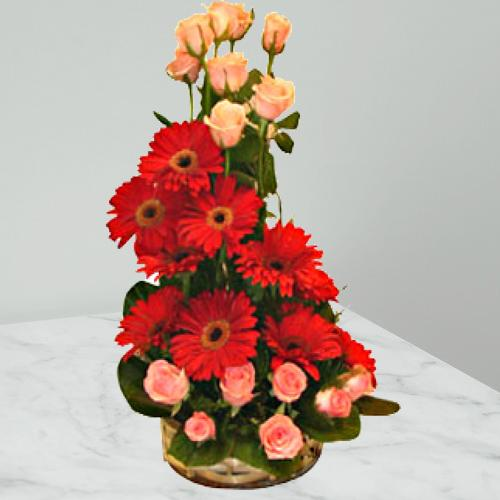 Wonderful Gerberas N Roses Arrangement