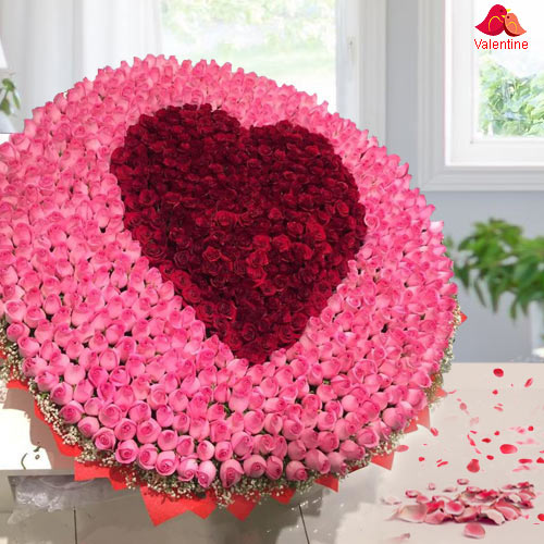 Gaudy 500 Rose Bouquet with Heart