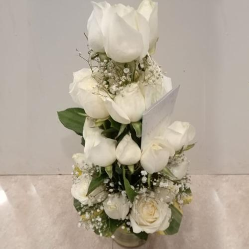 Elegant Arrangement of White Roses in Glass Vase