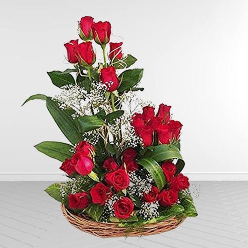 Fantastic Floral Embrace Bunch of Dutch Roses<br>