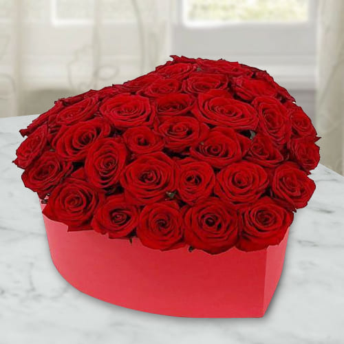 Exquisite Hearty Box of Red Roses