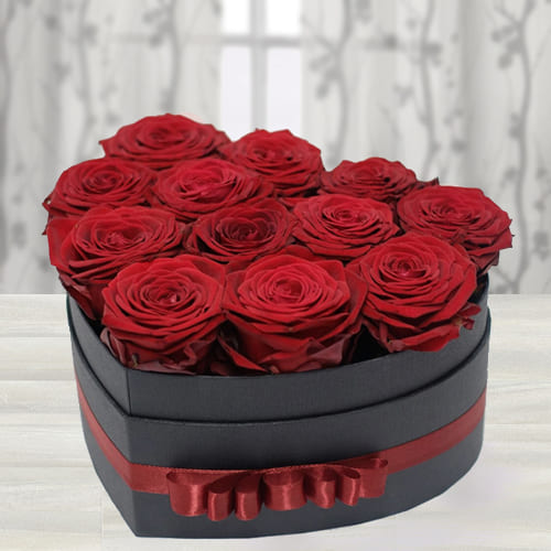 Mesmerizing Love Box of Dutch Roses