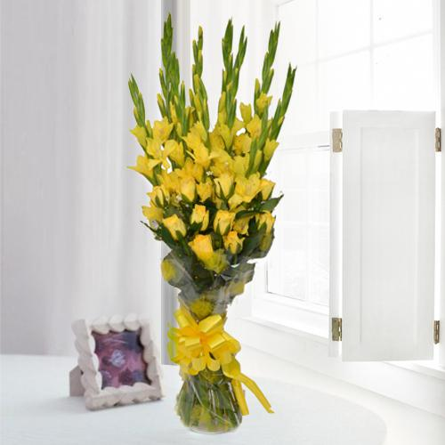 Magnificent Yellow Flower Bouquet of Gladiolus n Roses