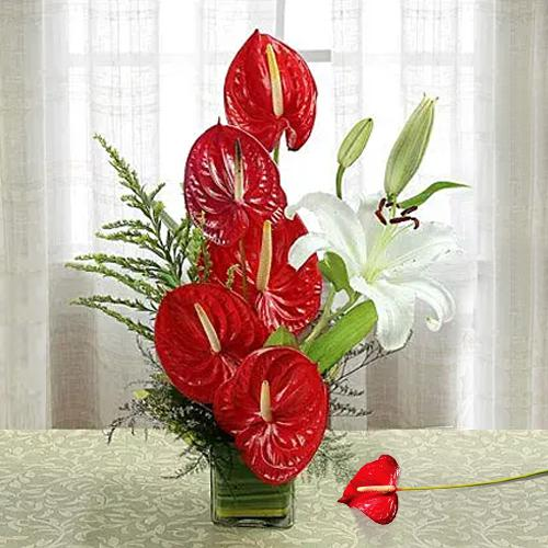 Beautiful Anthodium n Lilies in a Glass Vase