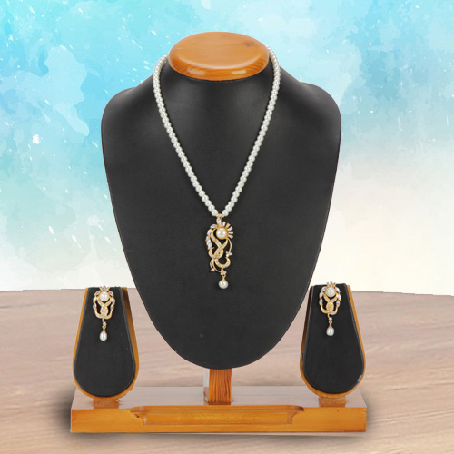 Marvelous Stone N Pearl Jewellery Set for Woman