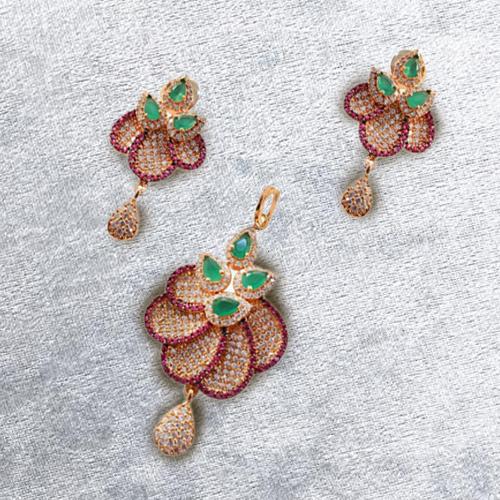 Sizzling Necklace Set Studded with Diamonds