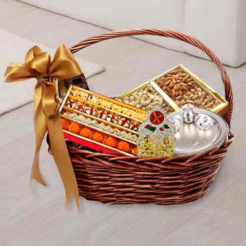 Memorable Sweets N Gift Basket