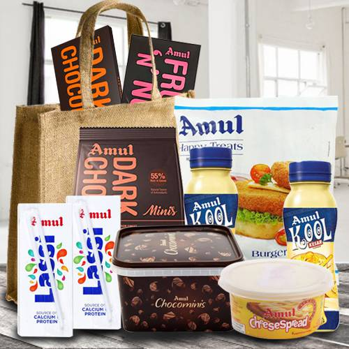 Delicious Anniversary Gifts Hamper (Make in India)