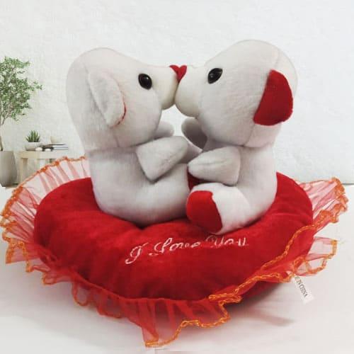 Wonderful Kissing n Singing Teddy