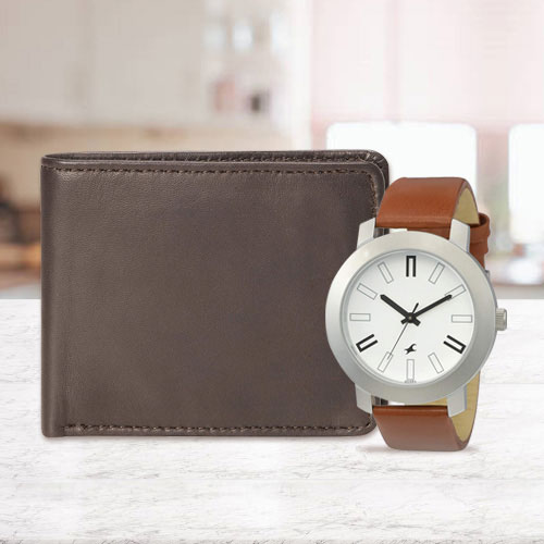 Impressive Fastrack Watch with a Leather Wallet for Men