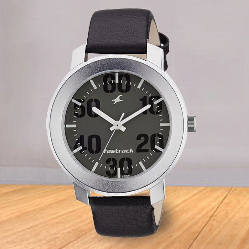 Alluring Fastrack Casual Analog Mens Watch